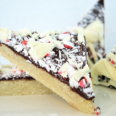 Peppermint Bark Shortbread Cookies {Vegan}