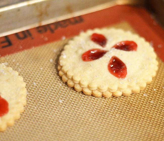 Strawberry Rhubarb Hand Pie