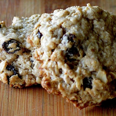Old Fashioned Oatmeal Raisin Cookies {Vegan}