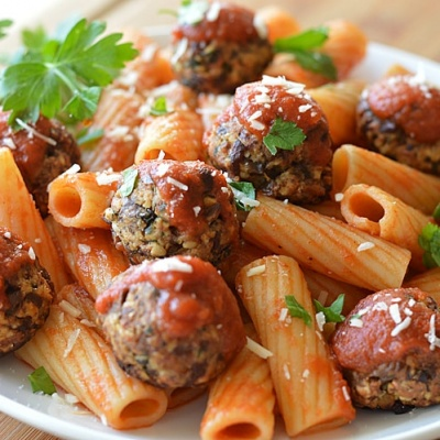 The Perfect Meatless Meatball {Vegan}