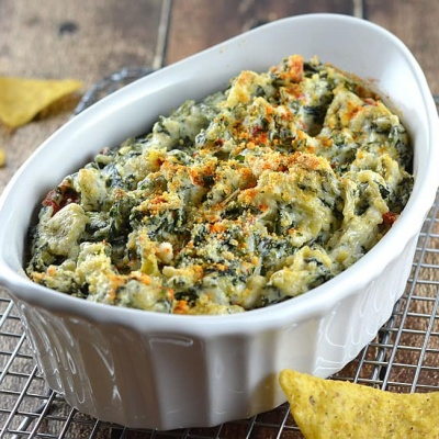 Baked Spinach and Artichoke Dip {Vegan}