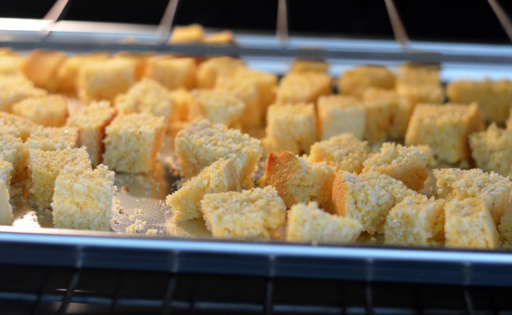 Cornbread bread cubes