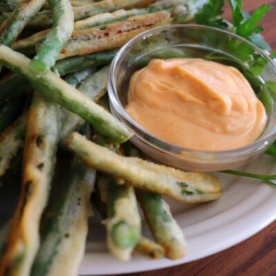 Tempura Fried Green Beans with Sriracha Mayonnaise Dip {VEGAN}