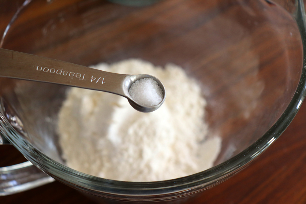 Salt in a measuring spoon for Easy Vegan Browneis
