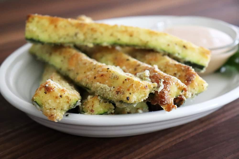 close up of baked parmesan zucchini