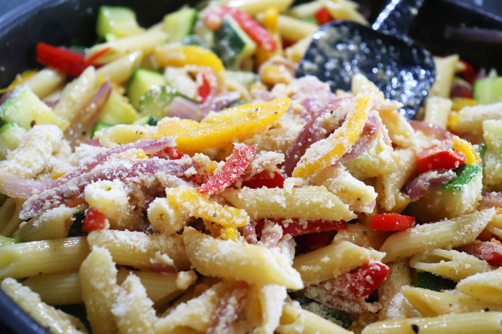 Tossed pasta with cheese