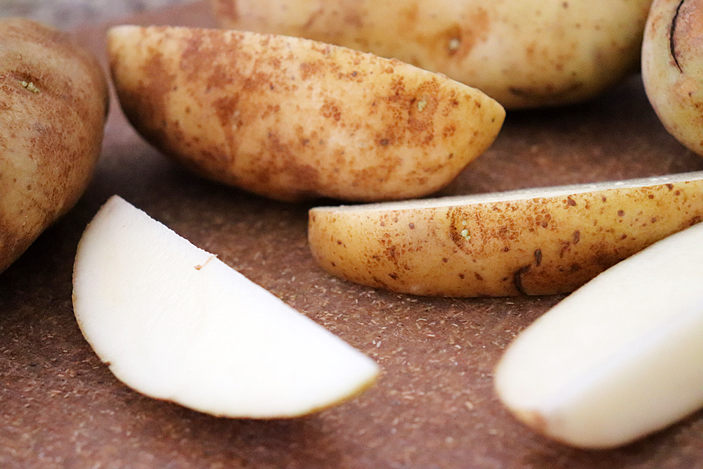 Slicing potatoes into wedges